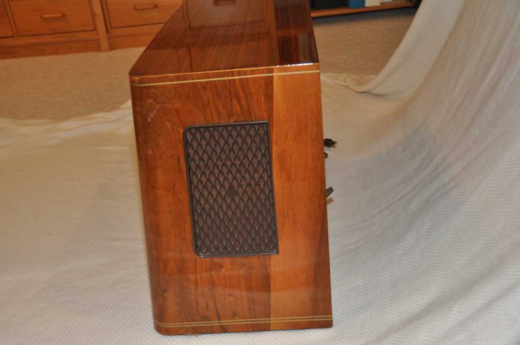 3  Telefunken Caprice 5051W   1958  US version  FM and AM bands  This is a  small radio typically used as a kitchen or bedroom radio. Radios for Sale